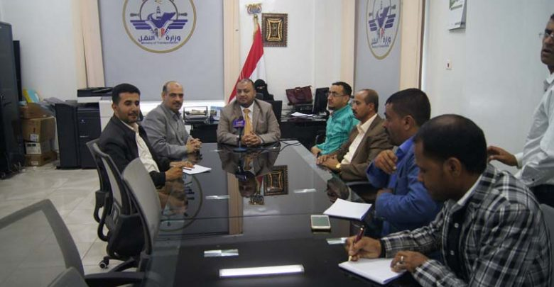 Photo of نائب رئيس الوزراء للشؤن الأقتصادية والتنموية يتفقد سيرالعمل في وزارة النقل 9-07-2019م