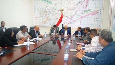 Photo of مناقشة أوضاع الغرف التجارية والملاحية في ميناء الحديدة