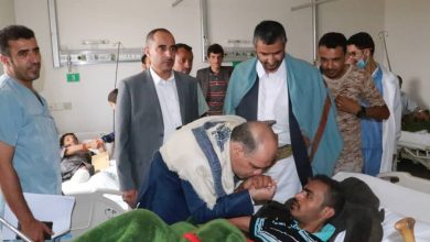Photo of وزير النقل يتفقد أحوال الجرحى في مستشفى 48 بصنعاء