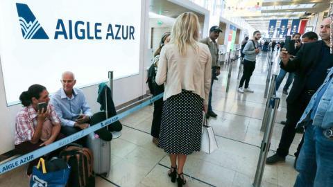 Photo of 11 ألف مسافر يعلقون في الجزائر بعد إفلاس شركة طيران فرنسية
