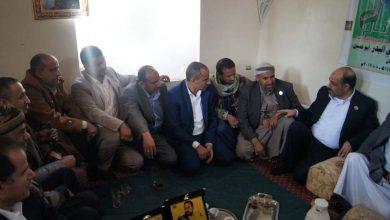 Photo of قيادة وزارة النقل تزور أقارب الشهيدين إبراهيم الحوثي ومحمد العياني