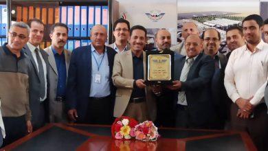 Photo of تكريم رئيس هيئة الطيران المدني لجهوده في استمرارية عمل مطار صنعاء