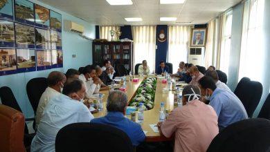 Photo of مناقشة سبل تعزيز جوانب السلامة لعمال الشحن بميناء الحديدة